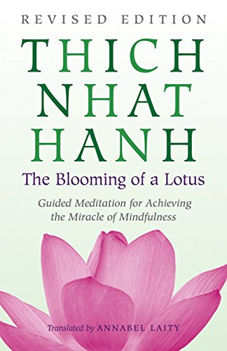 The Blooming of a Lotus: Revised Edition of the Classic Guided Meditation for Achieving the Miracle of Mindfulness von Beacon Press