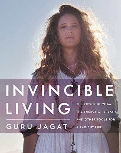 Invincible Living: The Power of Yoga, The Energy of Breath, and Other Tools for a Radiant Life von HarperOne