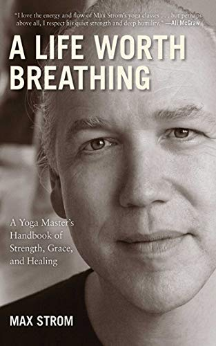 A Life Worth Breathing: A Yoga Master's Handbook of Strength, Grace, and Healing von SKYHORSE