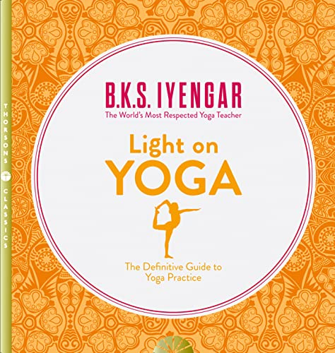 Light on Yoga: The Definitive Guide to Yoga Practice von Harper Collins Publ. UK