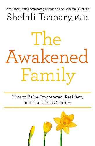 The Awakened Family: How to Raise Empowered, Resilient, and Conscious Children von Yellow Kite